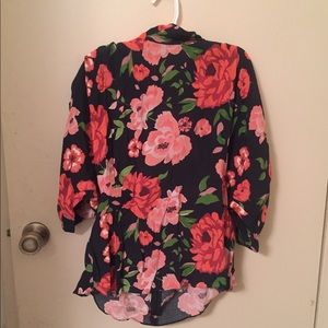 Floral top w/ shoulder pads